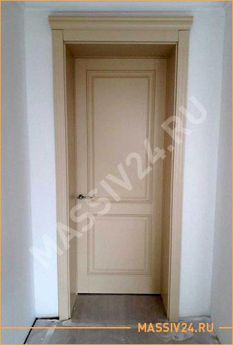 Бежевая дверь из массива клена