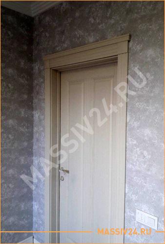 Светлая бежевая межкомнатная дверь