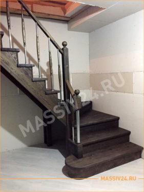 Лестница из массива дуба темного цвета