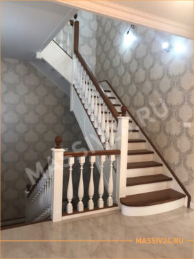 Белая лестница из массива дерева на три этажа