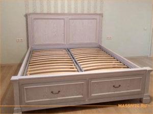 Двухспальная кровать с выдвижными ящиками из массива дерева