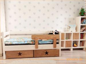 Детская кровать из массива и шкафчик с полками