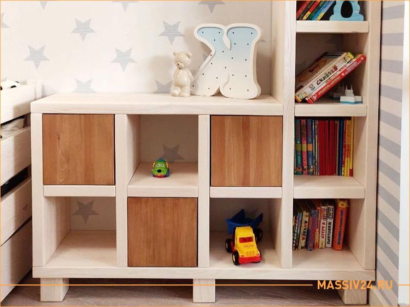 Полка в детской комнате из настоящего массива дерева