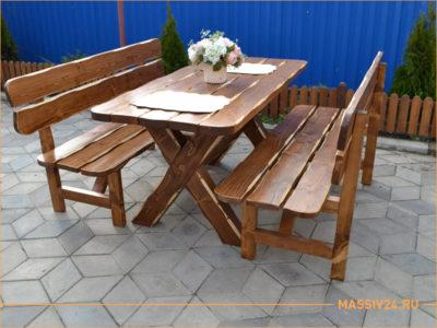Стол и скамейка из дерева для кафе и бара