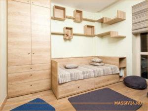 Шкаф и детская кровать из сосны для детском комнаты