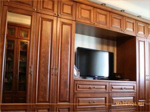 Шкаф стенка коричневого цвета из массива дерева