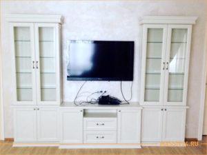 Белая классическая стенка из массива бука